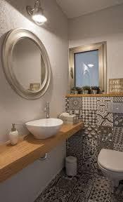 Gäste Wc Mit Muster Fliesen Und Holzwaschtisch Bathroom Toilet