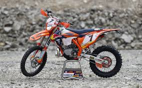 2018 ktm rally.  2018 in any case we are sure more details will be revealed of the news bikes in  springtime so check out some nice photos for now ktm factory racing team  with 2018 ktm rally k