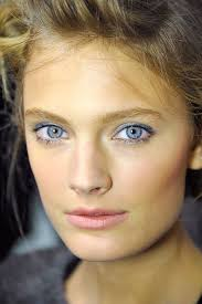 blue eye makeup at paris fashion week spring 2016