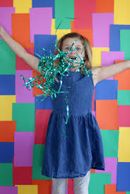 super simple rainbow photo booth backdrop for st patrick s day party on aliceandlois com