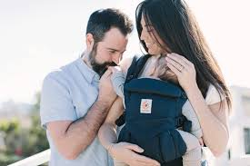 Tips for breastfeeding in the baby carrier | Ergobaby Blog