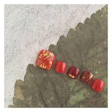 ノダクミネイルさんのネイルデザイン 赤に金箔をちらして和の雰囲気