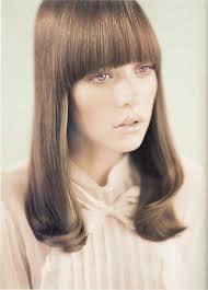 Épinglé par Hillary Lambert sur 70's chic   Idées de coiffures, Coiffures  vintage, Produits capillaires