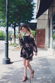Fashion lifestyle and beauty blogger vlogger Jessica Linn from.
