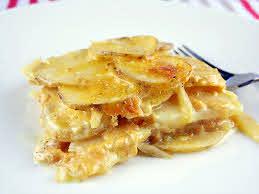 cheesy slow cooker scalloped potatoes