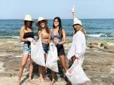 הוולוג של בר מיניאלי: משיקות בגדי ים ומנקות את החוף