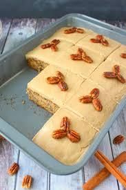 Banana Pecan Sheet Cake DelightfulEMade vert4 683x1024