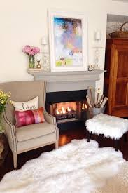 when using whites in your living room it s imperative to take advane of texture this expressive rug gives the feeling of fort even in a stark white