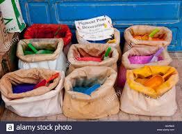Primer Plano De Coloridas Bolsas De Pigmentos Y Colorantes Para La
