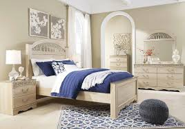 Catalina Antique White 5 Pc.King Poster Bedroom Collection