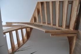 Stiege) ist ein aus stufen gebildeter auf oder abgang, der es ermöglicht, höhenunterschiede bequem und trittsicher zu überwinden. Wiehl Treppen Eingestemmte Treppen