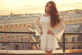 Model dress brokat dengan tema putri kerajaan. Cantik Dan Menawan Dengan 7 Gaun Brokat Yang Fashionable Dan Jenis Jenis Kain Brokat Yang Harus Kamu Ketahui