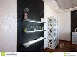 Tadellos Beleuchtete Regale Im Modernen Esszimmer Stockfoto