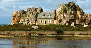 marielle j pdeg on twitter la maison entre deux rochers de castel meur à plougrescant côtes d armor cette maison originale a été constuite en 1861