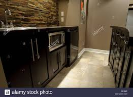 Mini Weinkühlschrank Stockfotos Mini Weinkühlschrank