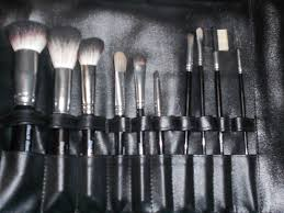 the brushes are made with natural fibers the only brush i that i really don t like is the foundation brush i have a foundation brush from clinique that i