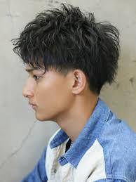 黒髪のパーマスタイルメンズおしゃれでかっこいいモテスタイル集