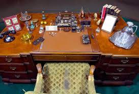roosevelt oval office desk photo courtesy jay. 132 Replies 505 Retweets 1,588 Likes Roosevelt Oval Office Desk Photo Courtesy Jay D