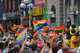 Die Welt feiert im Juni den »Pride Month« – es begann in New York, Gütsel,  das Print- und Onlinemagazin für den Kreis Gütersloh mit Kultur,  Veranstaltungen und mehr …