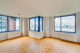 4 bedroom 2 bathroom 27th flr river city views huge windows sun drenched
