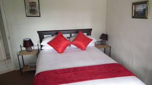 Red Apple Bedroom Furniture Pennygum Country Cottages Underberg South Africa