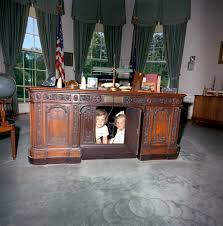 white house oval office desk. File:Caroline Kennedy Kerry Resolute Desk A.jpg White House Oval Office H