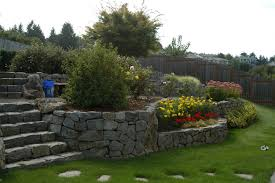 Beautiful Garden Landscaping Ideas for Sloped Yard - elraziq.