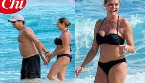 Costume Da Bagno Sirenetta : Rumer willis in bikini a miami ?e identica alla mamma demi moore