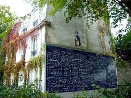 Картинки по запросу 2000 В Париже на Монмартре появилась «Стена любви»