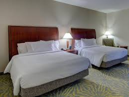 rooms available at hilton garden inn norwalk 9 0 excellent room comfort quality 2 queen accessible room roll in shower