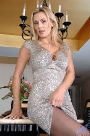 Mature MILF Tanya Tate Wearing Pantyhose Image Gallery 60912