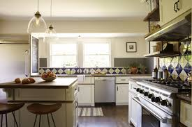 Glass Pendant Lights For Kitchen Island Love The Clear Glass Pendant Lights Over The Kitchen Island