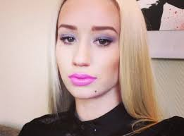 1 for starters how are you not following iggy already you re missing out iggy azalea selfie