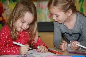 Afbeeldingsresultaat voor kinderen die tekenen