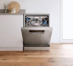 bocsh freestanding dishwasher front shot with chrome finish