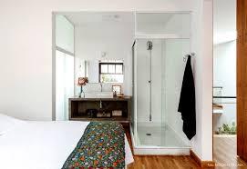 imagens de quarto com closet e banheiro casal fresca dentro