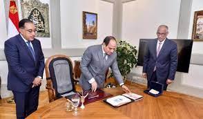 الرئيس السيسى يطلع علي عينه من أوراق البنكنوت قبل صدورها في نوفمبر …تعرف  علي مزاياها