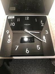 london 14 quartz clock company black