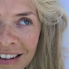 holly willoughby no make up a