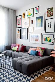 40 simple but fashionable living room wall decoration ideas