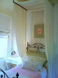 20 Magical DIY Bed Canopy Ideas Will Make You Sleep Romantic ...