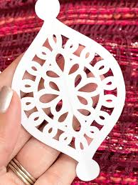 Choose from 990+ christmas ornament graphic resources and download in the form of png, eps, ai or psd. Homemade Christmas Ornaments With Svg Cut File 100 Directions