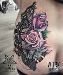 тату в цветном реализме розы с кружевами на бедре сделать тату у