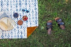make a waterproof picnic blanket with vinyl backing