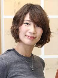 2019年夏50代に似合うパーマの髪型ヘアカタログヘアスタイルを探す