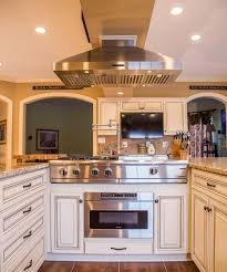 Kitchen Design Timonium Md This Remarkable Kitchen Has Maple Cabinets With Presidential