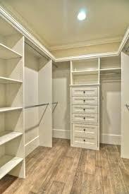 walk closet. Walk Closet