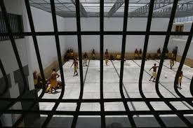 Resultado de imagem para Detentos formam facção para extorquir por telefone
