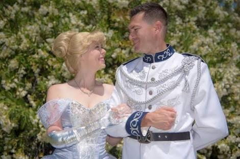 Prawedding Ala Cinderella, Pengantin Ini Memakai Lengan dari Kaca