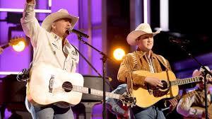 "Alan Jackson Teams Up With Jon Pardi For Rockin' ""Chattahoochee"" | Classic  Country Music"